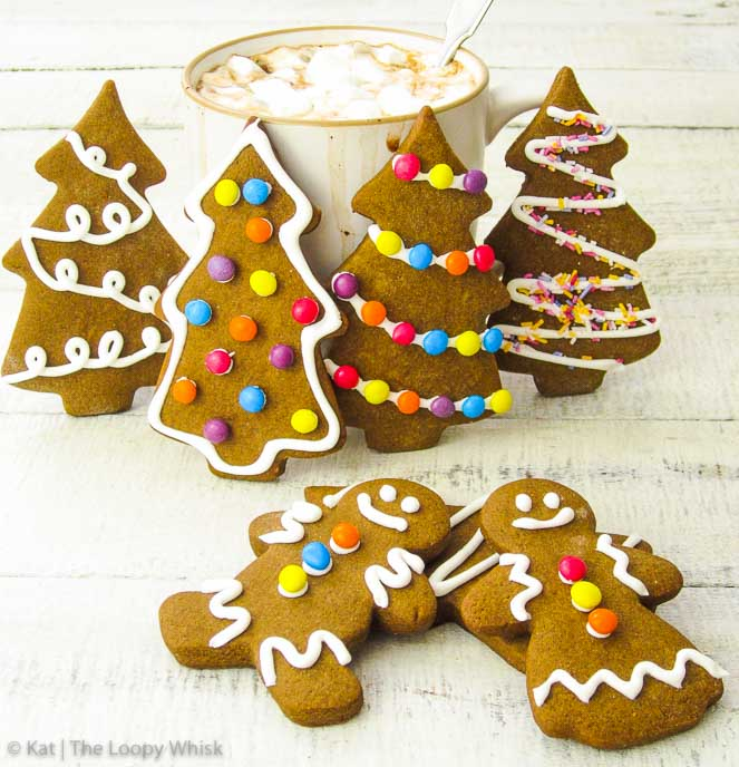 Quick Gingerbread Cookies - Satisfyingly dense and chewy, but at the same time somehow also airy and crumbly, these quick gingerbread cookies combine all the best cookie characteristics. Incredibly flavourful from the warming spices and molasses, they taste like the very essence of Christmas. Very easy and quick to prepare, they are the ideal sweet treat this Christmas.