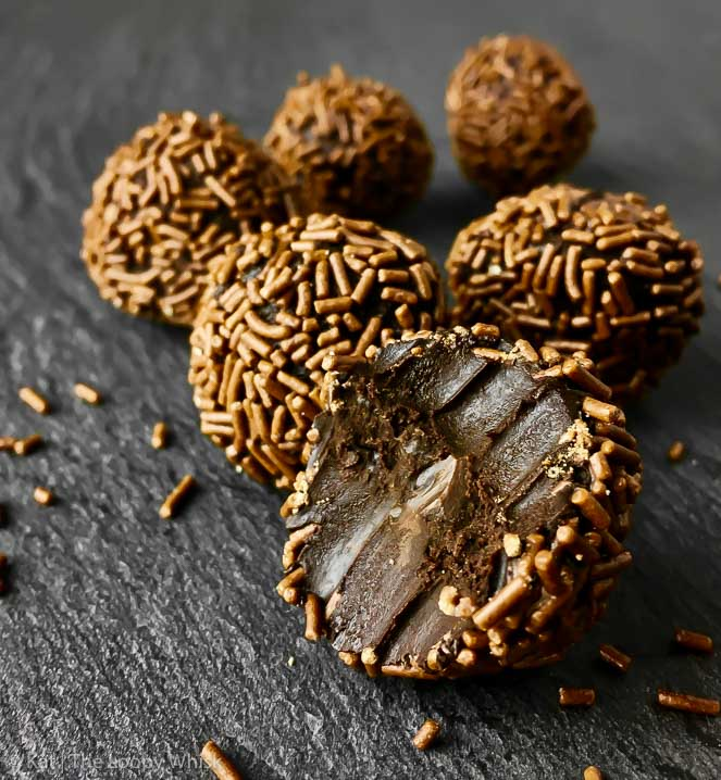 Raw Vegan Chocolate Truffles - A wonderfully simple recipe for wonderfully chocolate-y melt-in-the-mouth taste explosions known as raw vegan chocolate truffles. As an added bonus, these lovelies are also gluten- and refined sugar-free. Their a-h-mazing looks have nothing on the finger-lickingly delicious taste.