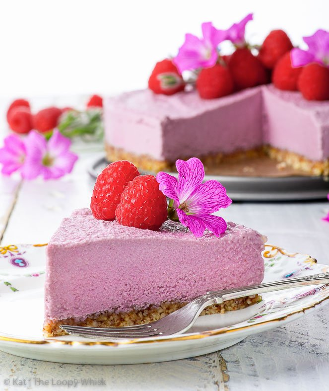 Raw Vegan Raspberry Cheesecake {gluten, dairy, egg, soy, peanut & refined sugar free, vegan, paleo} - This raw vegan cheesecake is the perfect summer dessert: creamy, refreshing and perfectly balanced due to the slight tartness of the raspberries. The lemon zest in the crunchy almond crust adds an extra pop of flavour, which will blow your mind. This healthy dessert couldn't be easier to make – it requires only 5 ingredients and there's no need to turn on the oven! It's vegan, paleo, gluten and dairy free, but most importantly, it's super delicious.