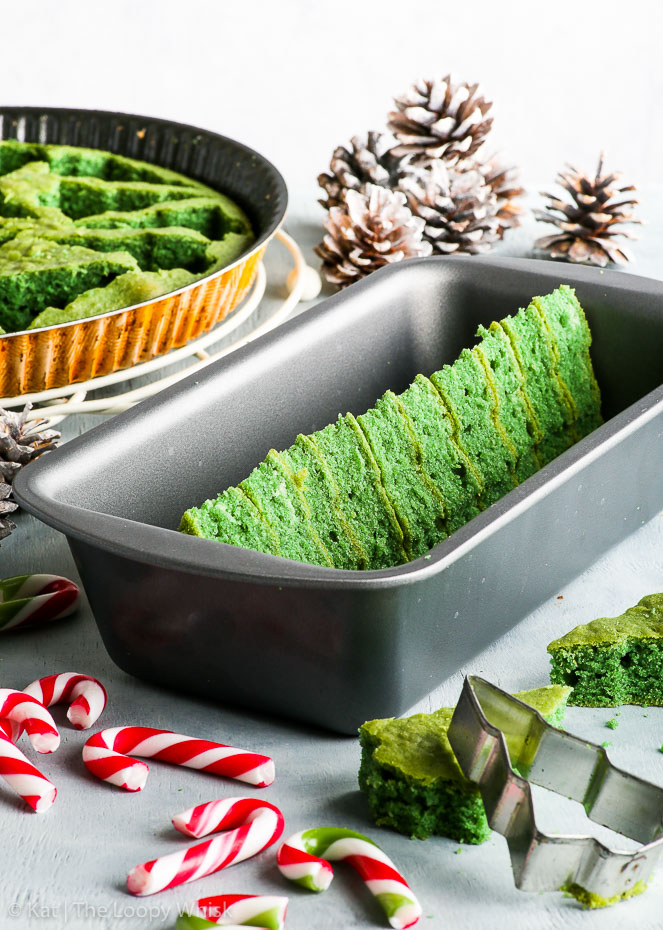 The Christmas tree pattern has been assembled in a loaf tin. White sprayed pinecones and candy canes provide the Christmas atmosphere.