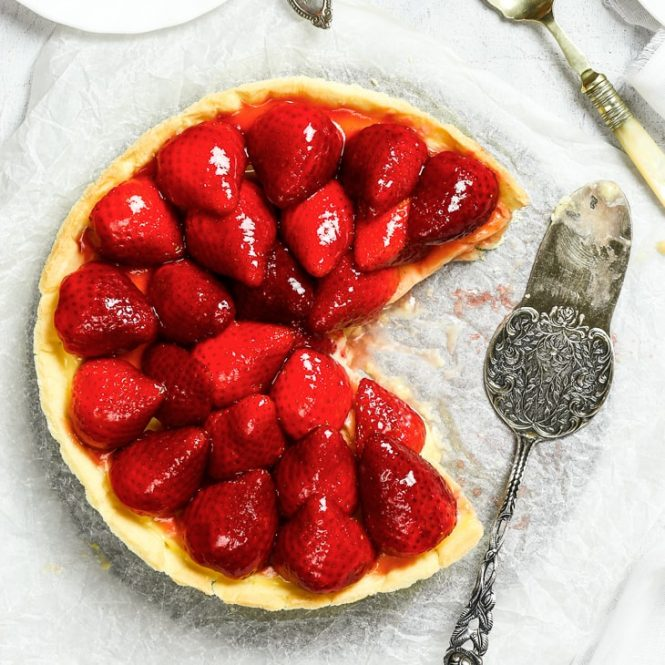 Gluten Free Strawberry Tart - If you're a fan of strawberries, or tarts, or just dessert in general – you need to make this gluten free strawberry tart. With a buttery gluten free sweet shortcrust pastry, luxurious vanilla pastry cream and luscious strawberries, this easy strawberry tart is the perfect summer dessert. Easy summer dessert idea. Summer party recipe. Strawberry dessert. Gluten free recipe. Gluten free dessert. Strawberry recipes. #summer #strawberry #dessert #recipe #glutenfree
