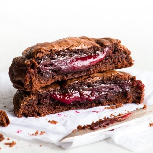 Super Fudgy Raspberry Stuffed Brownie Cookies {gluten, nut & soy free} - Four words that will change your cookie game forever: raspberry-stuffed brownie cookies. The fudgiest, gooiest cookies you'll ever taste – and super easy to make, too! Gluten free cookies. Chocolate cookies. Easy cookie recipes. Chocolate desserts. Gluten free desserts. Raspberry cookies. #chocolate #cookies #glutenfree #brownies #dessert