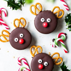 Chocolate & Marshmallow Rudolph Cookies (Gluten Free) - Equal parts cute and delicious, these Rudolph cookies are a joy to make… and to eat. They're the perfect Christmas cookies – easy to make, and utterly adorable, making them the perfect thing for a Christmas party or as a part of a DIY Christmas gift. Christmas recipes. Christmas baking. Christmas dessert. Gluten free cookies. Sandwich cookies. Homemade marshmallows. Chocolate cookies. Gluten free sugar cookies. #christmas #cookies