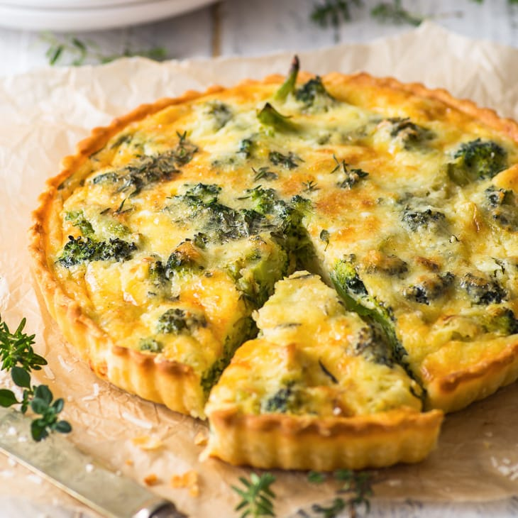 Vegetarian Broccoli Quiche (Gluten Free) - This vegetarian broccoli quiche is comfort food at its best – with a flaky, buttery pie crust and a delicious cheesy filling. It's easy to make, and absolutely delicious. Easy quiche recipes. Quiche Lorraine. Healthy recipes. Healthy food. Healthy dinner ideas. Healthy lunch ideas. Gluten free quiche. Vegetarian recipes. Vegetarian meals. Healthy vegetarian recipes. Vegetarian lunch ideas. Gluten free pie crust. Broccoli recipes. #broccoli #quiche