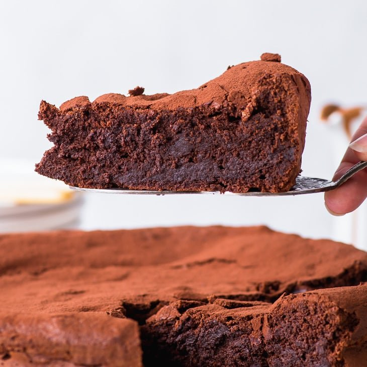 6 Ingredient Flourless Chocolate Cake The Loopy Whisk