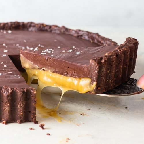 Vegan Salted Caramel Chocolate Tart (Gluten Free, Dairy Free, Vegan) - [SPONSORED] This vegan salted caramel chocolate tart is everything delicious and decadent. With a crunchy almond chocolate crust, a layer of luscious salted caramel and the most luxurious vegan chocolate ganache, it's hands down one of the best vegan desserts. Vegan recipes. Dairy free desserts. Gluten free desserts. Chocolate dessert recipes. Easy recipes. Salted caramel sauce. #saltedcaramel #chocolate #tart