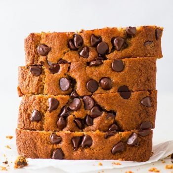 Chocolate Chip Banana Bread (Gluten Free) - You will love this gluten free chocolate chip banana bread. Moist, soft, with a gentle caramel flavour coming from the brown sugar and ripe bananas, and generously loaded with chocolate chips… there's nothing not to love about this wonderful bake that walks the line between breakfast, snack and dessert. Gluten free banana bread. Gluten free dessert. How to make banana bread. Chocolate banana bread. Easy dessert recipes. #bananabread #dessert