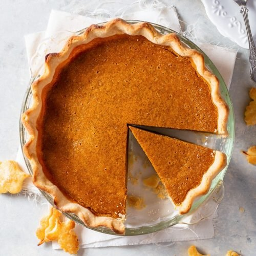 Gluten Free Pumpkin Pie - [SPONSORED] With a perfectly flaky, buttery pie crust and a creamy filling bursting with spices and flavour, this gluten free pumpkin pie really is the perfect fall dessert. The recipe couldn't be simpler, with lots of helpful tips for avoiding soggy bottoms and cracks in the filling! Pumpkin pie recipe. Pumpkin pie spice. Gluten free pie crust recipe. Pumpkin pie filling. Pumpkin recipes. Pumpkin desserts. #pumpkinpie #glutenfree