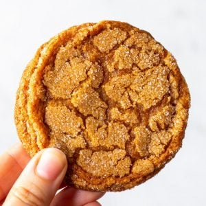 Extra Chewy Ginger Spice Cookies (Gluten Free) - Getting a kick from both ground and crystallised ginger, these extra chewy ginger spice cookies are as easy to make as they are delicious. Their texture is spot on: caramelised and crispy round the edges AND chewy in the middle – the best of both worlds! Cookie recipes. Gluten free cookies. Gingersnaps. Christmas cookies. Chewy cookie recipe. Ginger cookies. Ginger biscuits. Gluten free desserts. #glutenfree #cookies