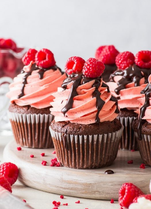 Raspberry Brownie Cupcakes (Gluten Free) - These raspberry brownie cupcakes are everything you never knew you needed in a cupcake. The brownie cupcakes are intensely chocolatey and perfectly fudgy, the raspberry buttercream tastes like an absolute dream, and the chocolate fudge sauce will simply blow your mind. Chocolate cupcakes. Gluten free cupcakes. Raspberry cupcakes. Chocolate recipes. Gluten free recipes. Gluten free desserts. Chocolate dessert. #glutenfree #cupcakes